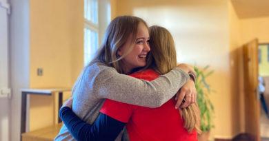 Mezinárodní den objímání z pohledu Nikči a Janči